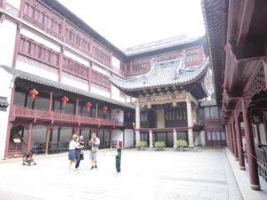 Yu Yuan Gardens (ancient big stage!)