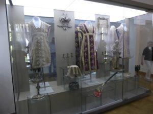 Eclesiastical clothing, Niaswizh Castle