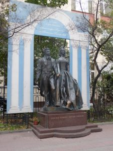 Statue of Pushkin and wife