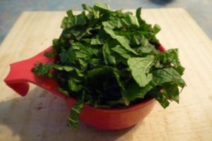 Chopped mint leaves