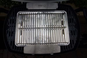 Weber Q smoker box set up