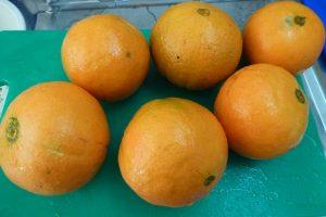 Wash oranges
