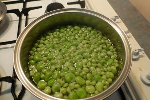 Blanch broad beans