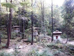 Chortens or stupas on the route